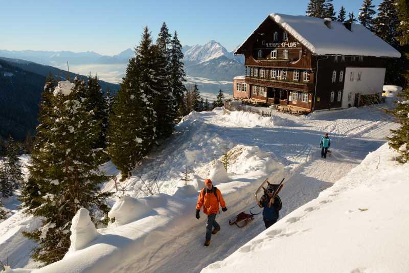 So entspannen wir im Winterurlaub in Tirol: Beim Rodeln im Schnee