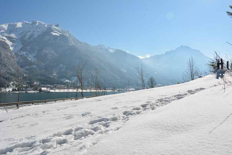 Achensee Winter: Winterwandern in Tirol? Direkt am Ufer des Achensee