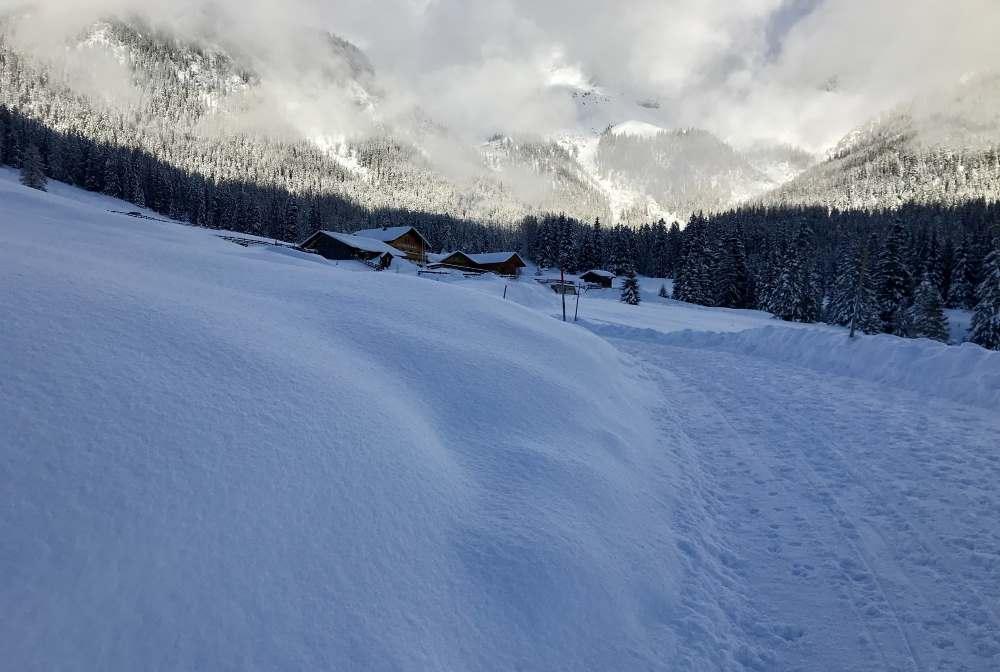 So stelle ich mir das Winterwandern vor: Die verschneite Hämmermoosalm beim Gaistal