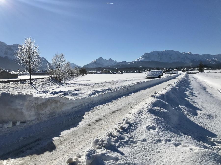 Schneeschuhwandern und Winterwandern Mittenwald - am besten bei Neuschnee und Sonne