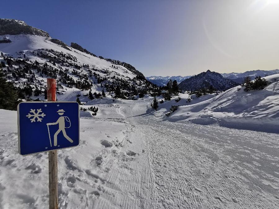 Mit Grödel winterwandern und den Schnee mit der Sonne genießen!