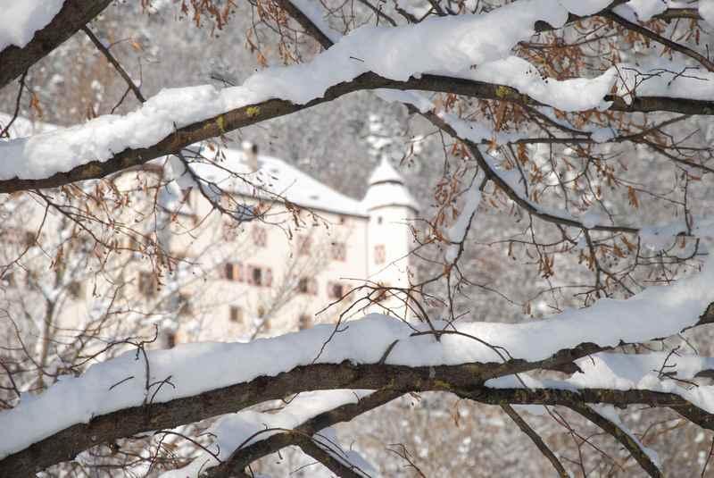 Zum bekannten Schloss Tratzberg winterwandern im Karwendel
