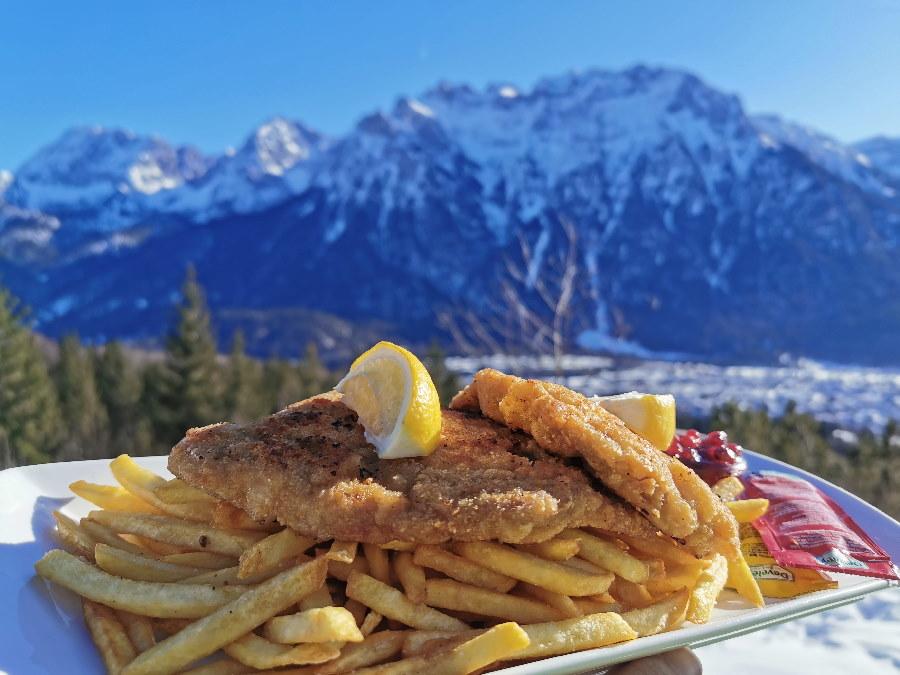 Die schönsten Winterwanderungen: Zur Korbinianhütte - samt Schnitzel mit Blick auf´s Karwendel