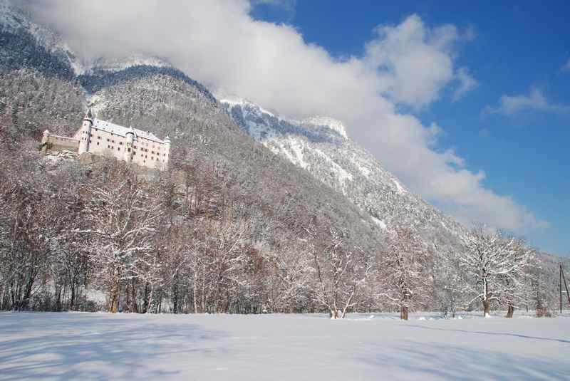Das Schloss Tratzberg im Winter, eine der meistbesuchten Sehenswürdigkeiten in Tirol