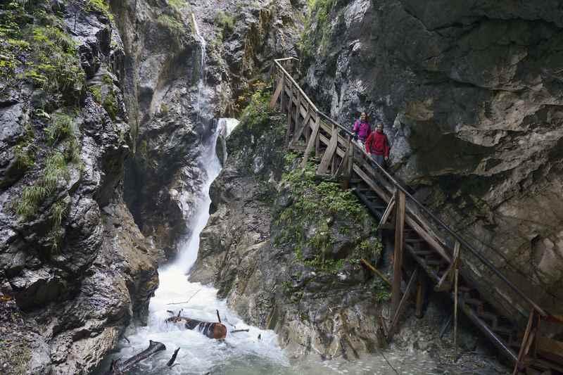 Frühlingsurlaub: Ab 1. Mai geöffnet - die Wolfsklamm im Karwendel für einen Urlaub im Frühling
