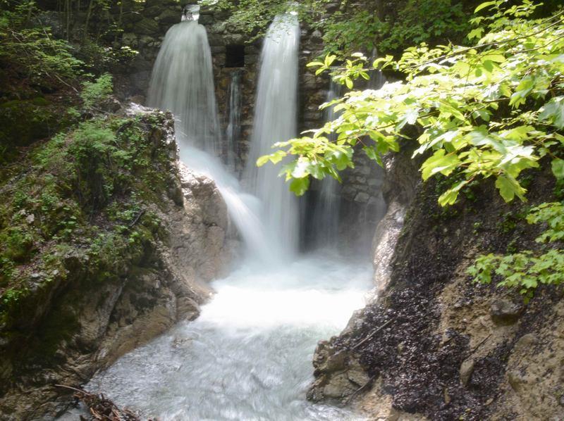 Tosende Wasserfälle bei der Wolfsklamm Wanderung in Tirol