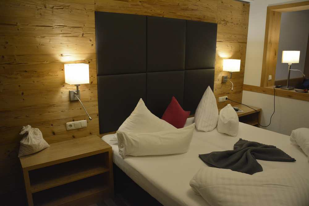 Hotel St. Georg zum See: Die neuen gemütlichen Zimmer im Wellnesshotel St. Georg mit der Holzwand