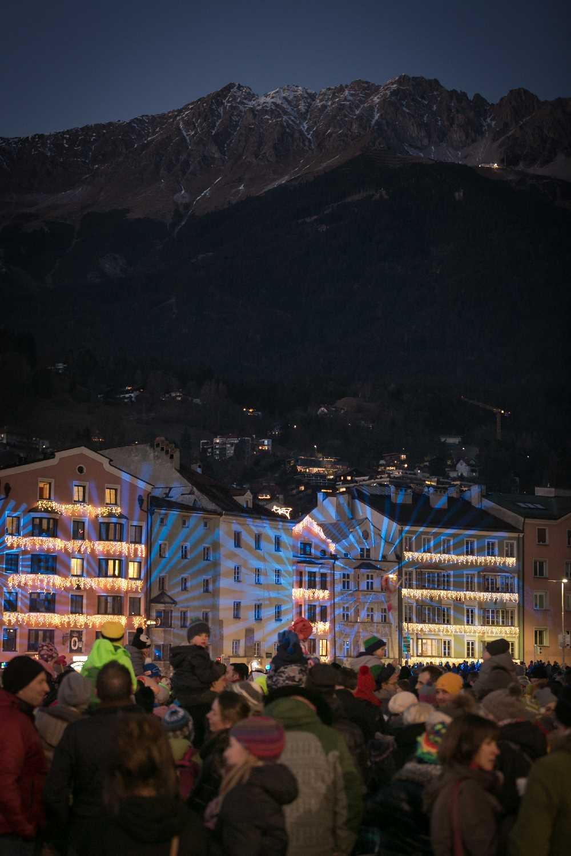 Viel los ist auf dem Marktplatz in Innsbruck rund um das Goldene Dachl, Foto: Emanuel Kaser