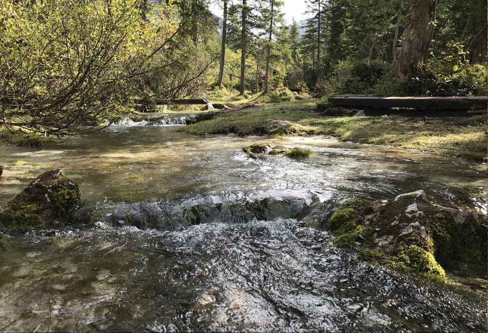 Eine romantische Flußlandschaft mitten im schroffen Karwendelgebirge