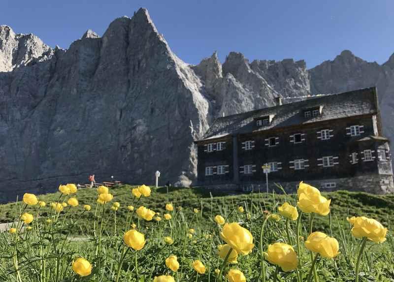 Die schönsten Karwendel Hütten - diese Hütte vor der Herzogkante der Lalidererwände gehört dazu