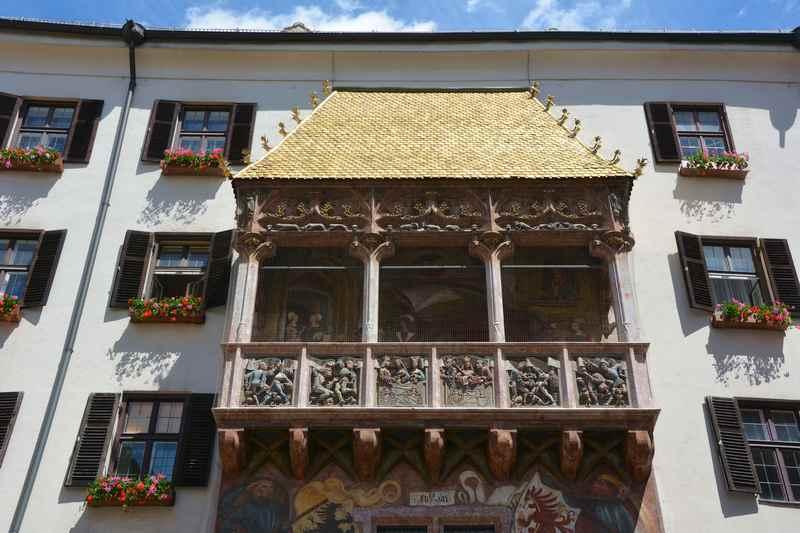Wer die Altstadt Innsbruck sehen möchte, kommt am goldenen Dachl nicht vorbei