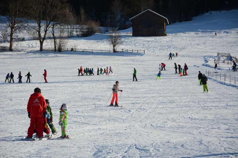 Skiurlaub mit Kindern im Karwendel: Gratis Kinderskikurs in Tirol in den Familienskigebieten beim Karwendel