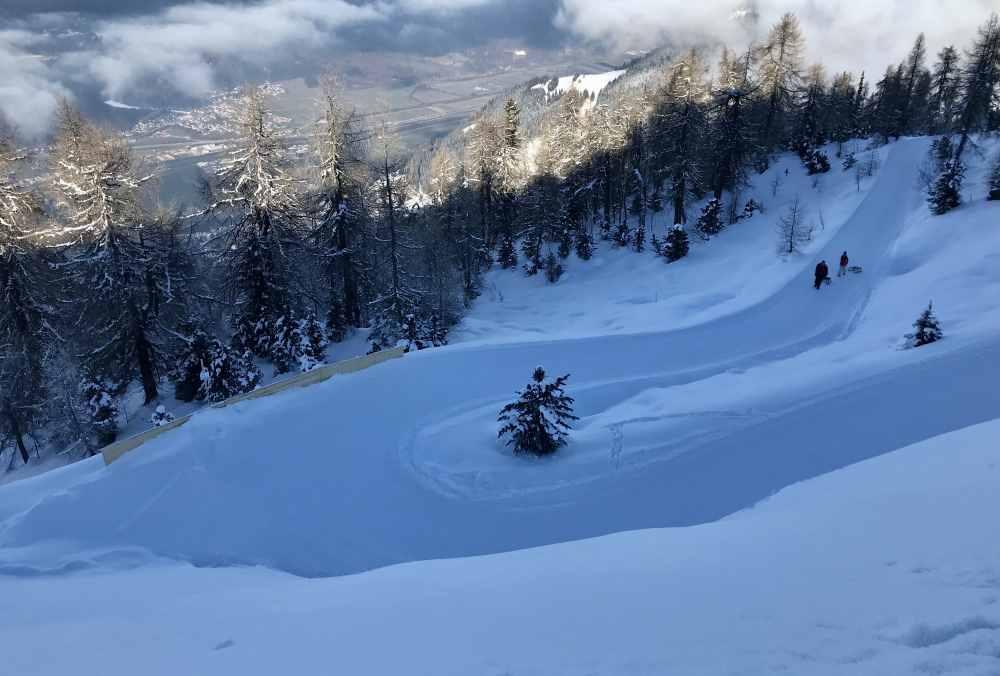 Eine der letzten Kurven auf der längsten Rodelbahn in Tirol