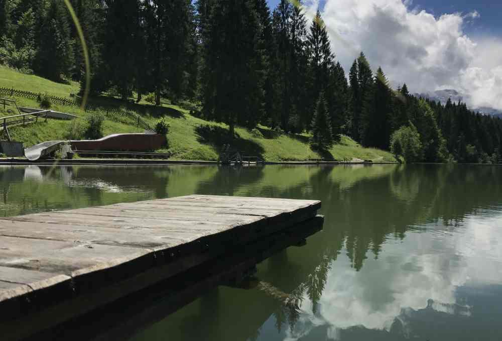 Die schönsten Badeseen im Karwendel: Hier der Badesteg am Grubsee