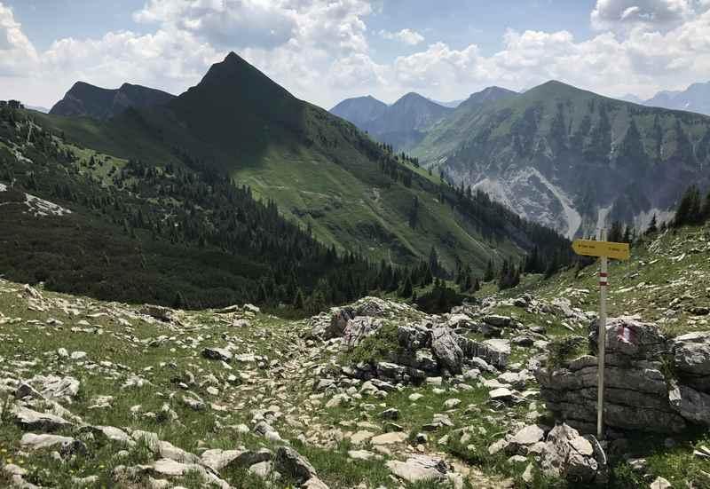 König Ludwig Karwendeltour: : Soviel schöne Berge gibt es auf der Wanderung am Scharfreiter zu sehen