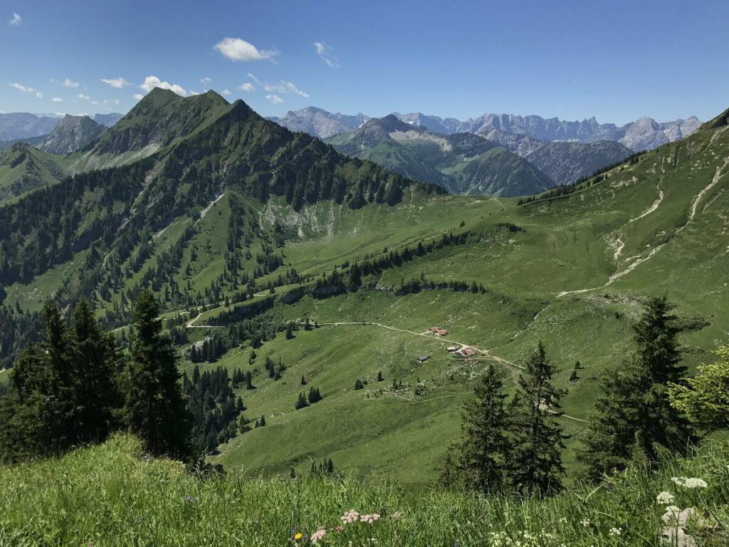 In Achenkirch wandern - das Karwendel Panorama auf der Hochplatte