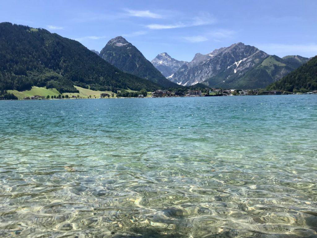 Am Achensee Angeln - in diesem glasklaren Wasser mit Bergblick