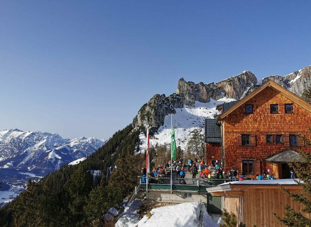 Der Achensee Winter ist vielfältig - mit Ski und fern der Skipisten!