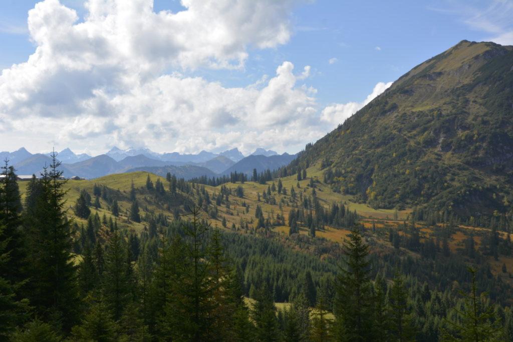 """""""Geschenkte Tage"""" im Herbst beim Wandern am Achensee mit Karwendelpanorama"""