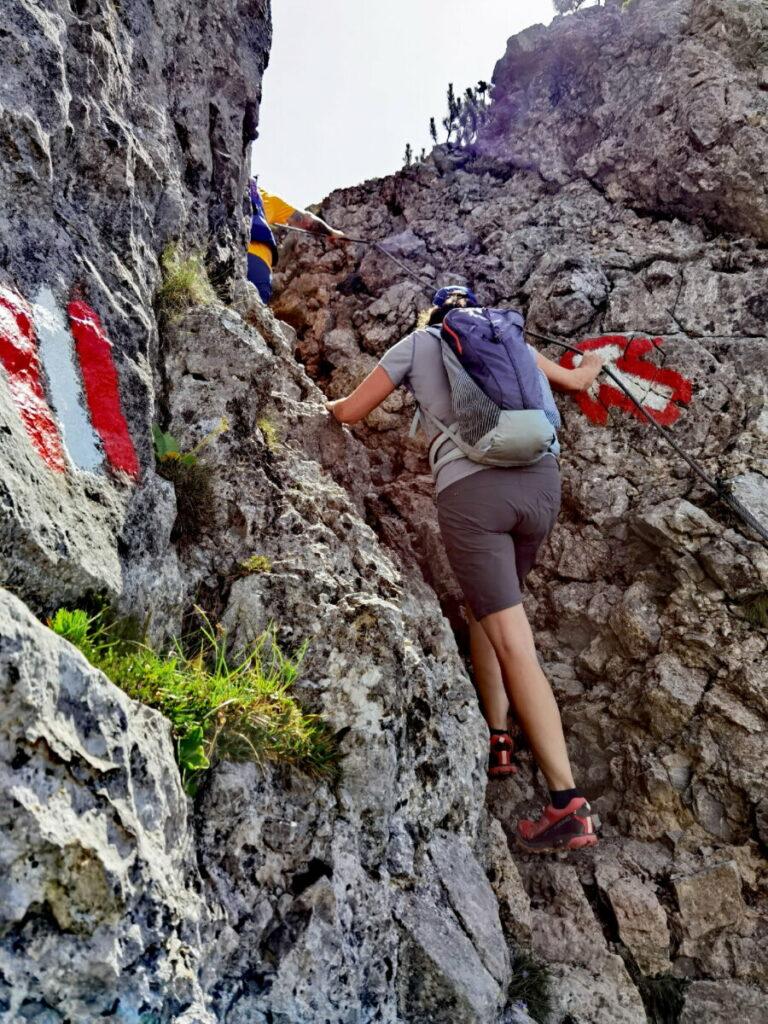 Die schwierigste Stelle der Bärenkopf Wanderung ist mit Drahtseil gesichert