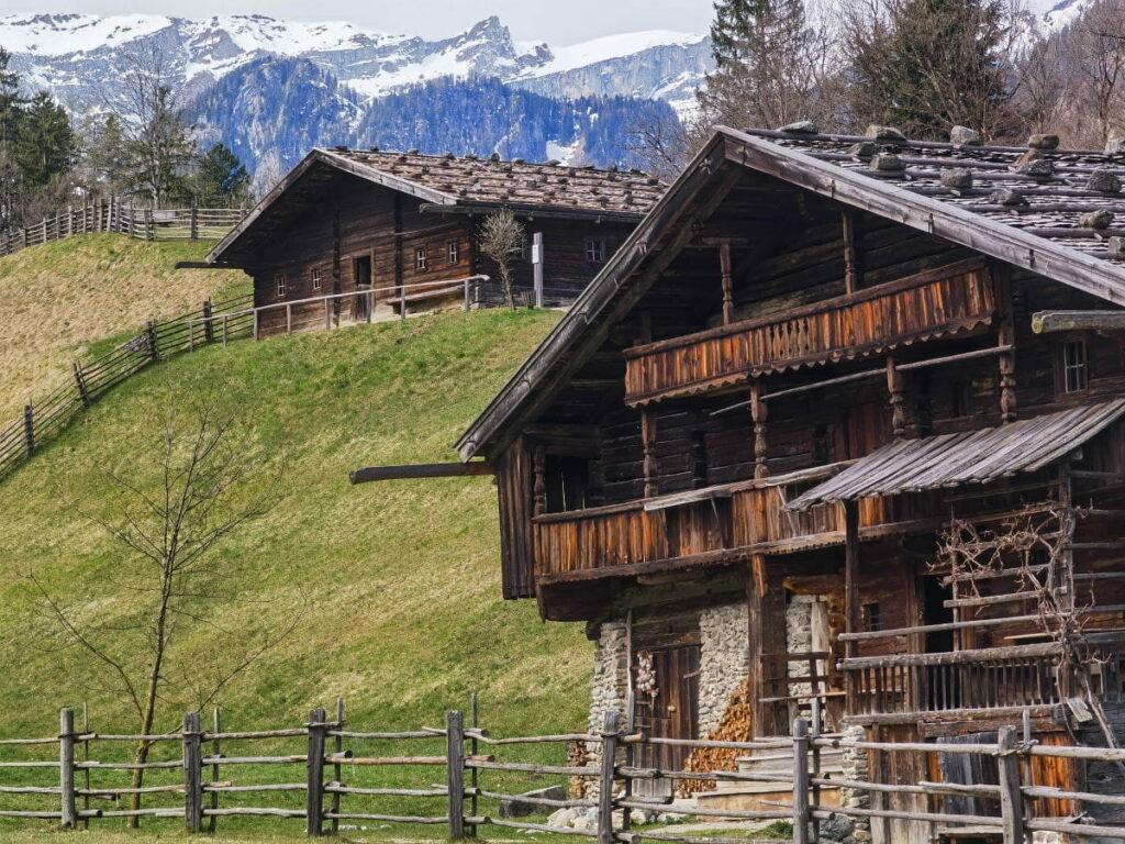 Bauernhofmuseum Kramsach - bestaune richtig alte Bauernhöfe und schau, wie die Leute darin gelebt haben