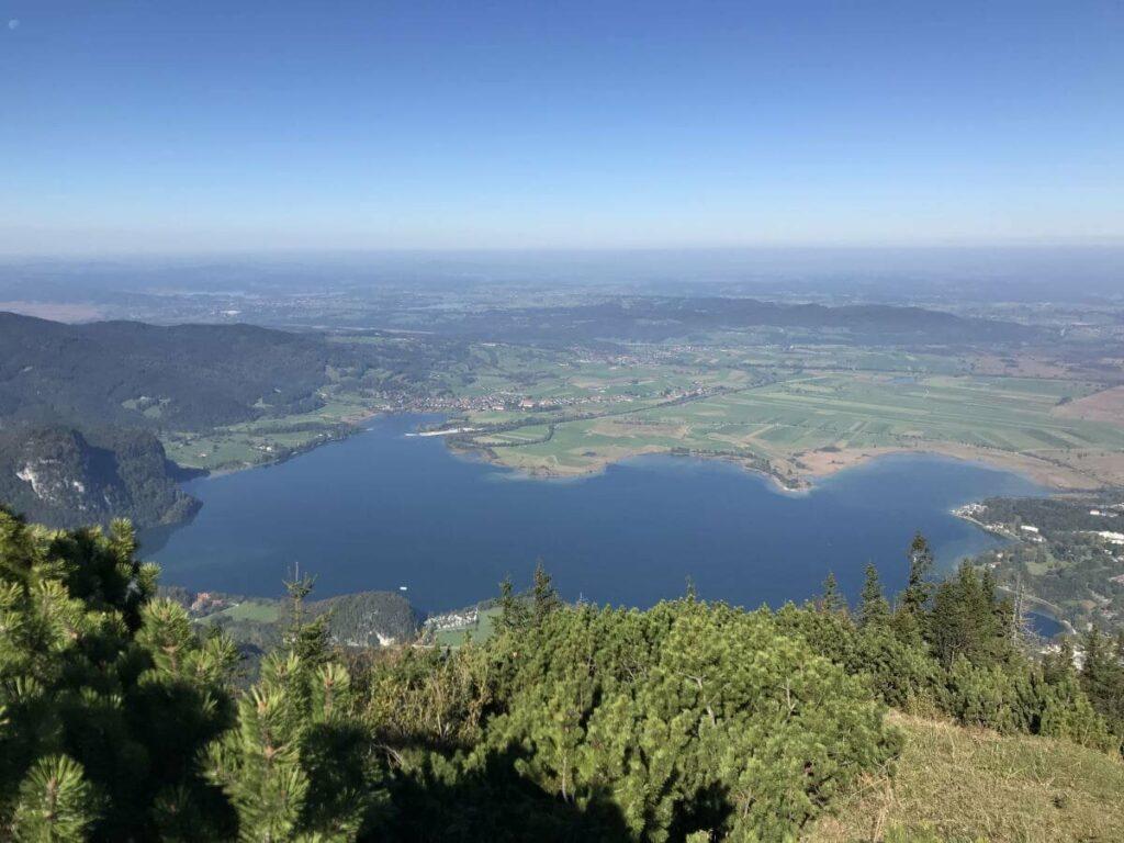 Seen in Deutschland mit Bergen - der Kochelsee