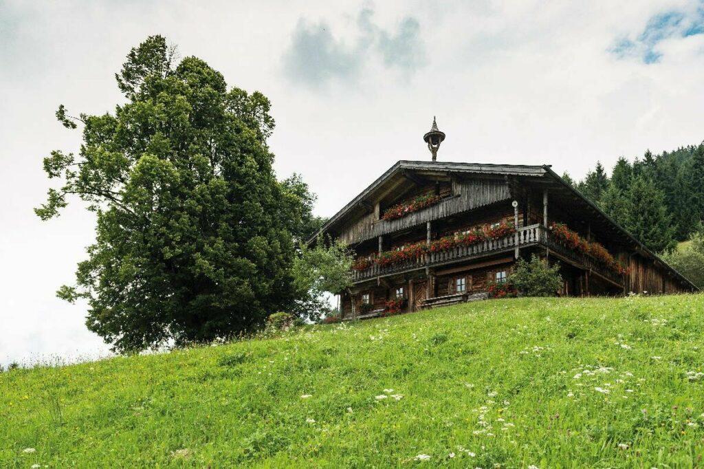Bergdoktor Drehort - das Bergdoktorhaus am Bromberg in Söll, Foto: Felbert Reiter, TVB Wilder Kaiser