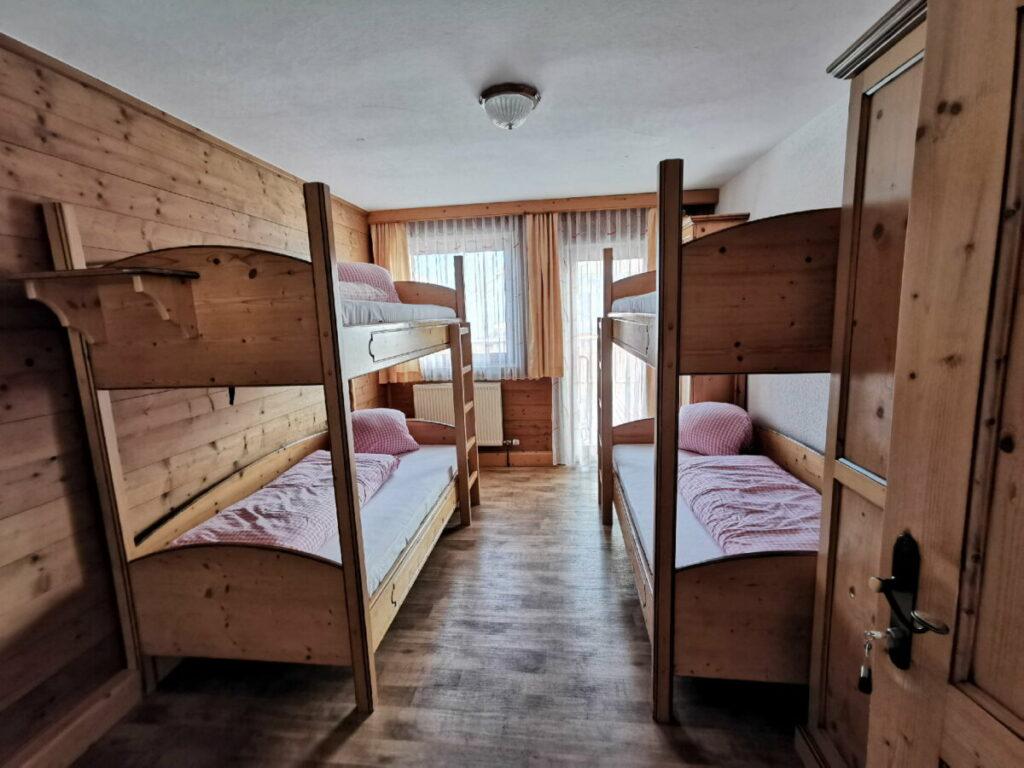 In diesem Stil sind die Zimmer im Berggasthof Rofan