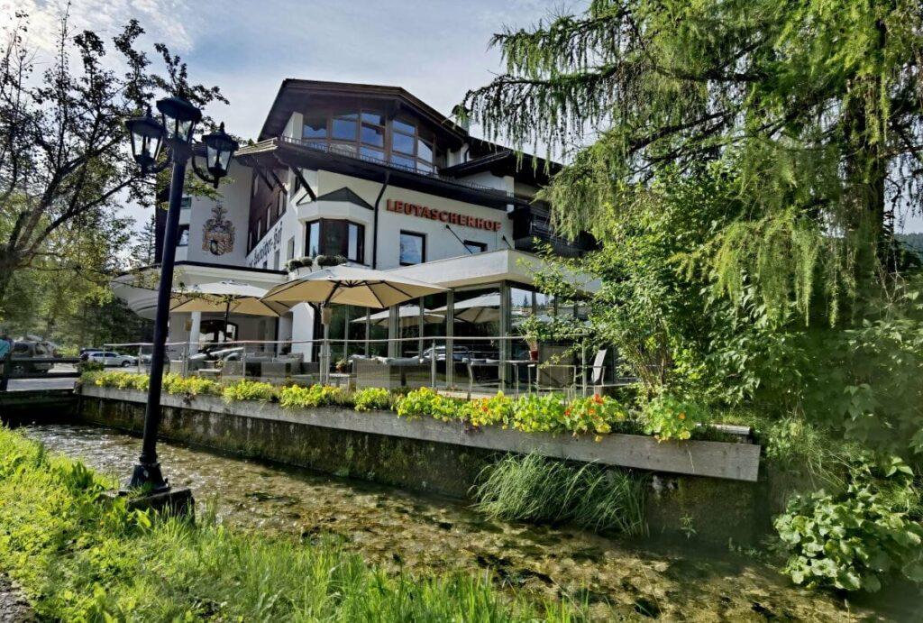 Biohotel Leutascherhof - idyllische Lage mitten im Grünen