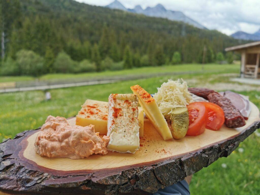 Und das Jausenbrettl mit Käse, Speck und Wurst war auch super