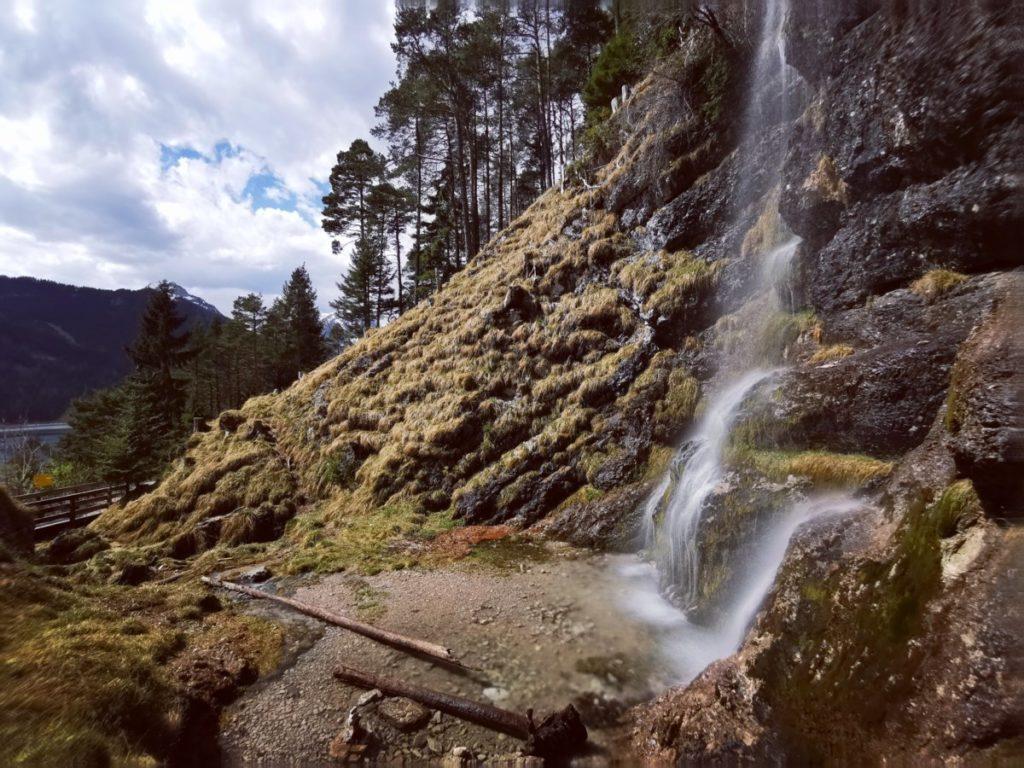 Der Buchauer Wasserfall im April bei der Schneeschmelze