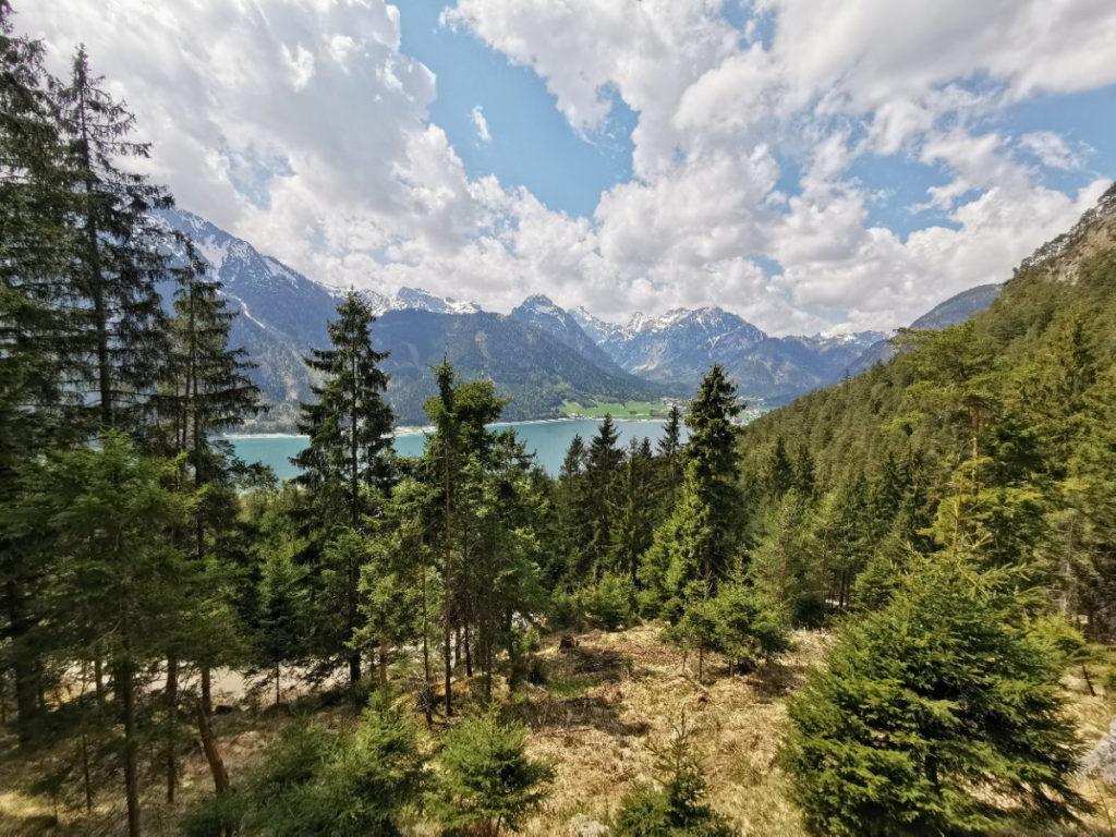 Buchauer Wasserfall Wanderung mit Blick auf den Achensee