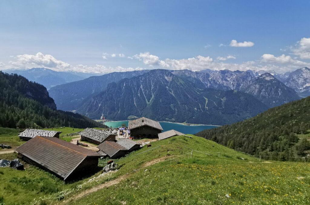 Zur Dalfazalm wandern - wo du diesen Ausblick zum Karwendel hast