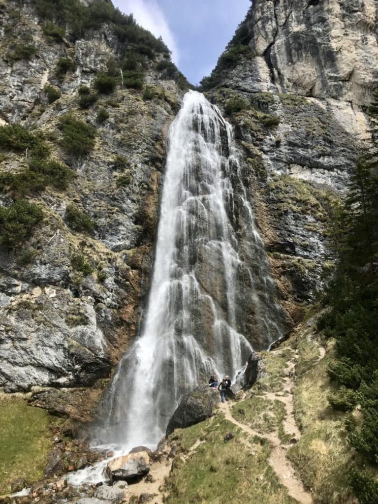 Ausblick von der Plattform auf den Dalfazer Wasserfall am Achensee