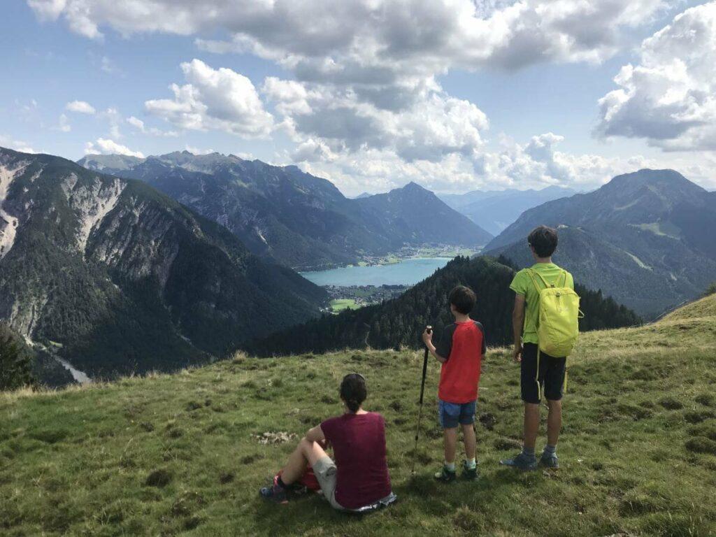 Was für ein Ausblick auf dem Feilkopf Gipfel! Das ist der Blick auf den Achensee