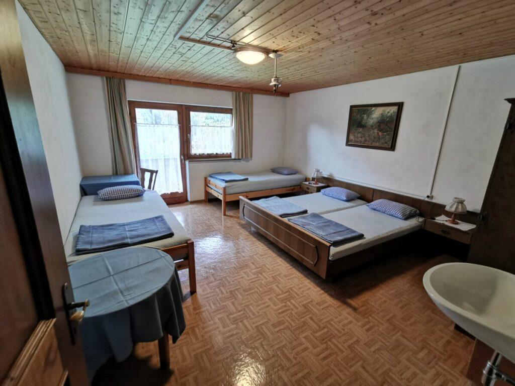 Gaistalalm übernachten - es gibt ein Viererzimmer und ein kleines Lager