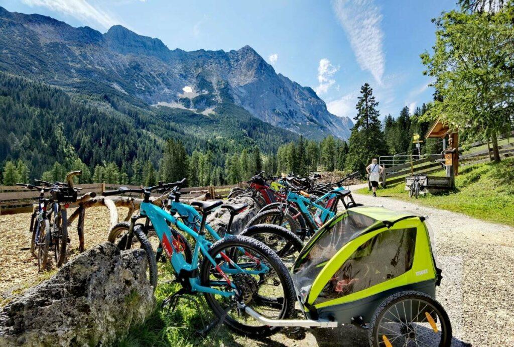 Im Gaistal zum Seebensee mountainbiken und auf der Gaistalalm einkehren