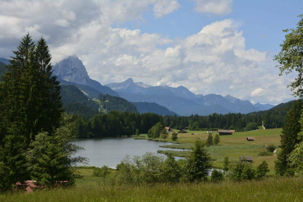 Ungewohnt Perspektive auf den Geroldsee samt Wettersteingebirge