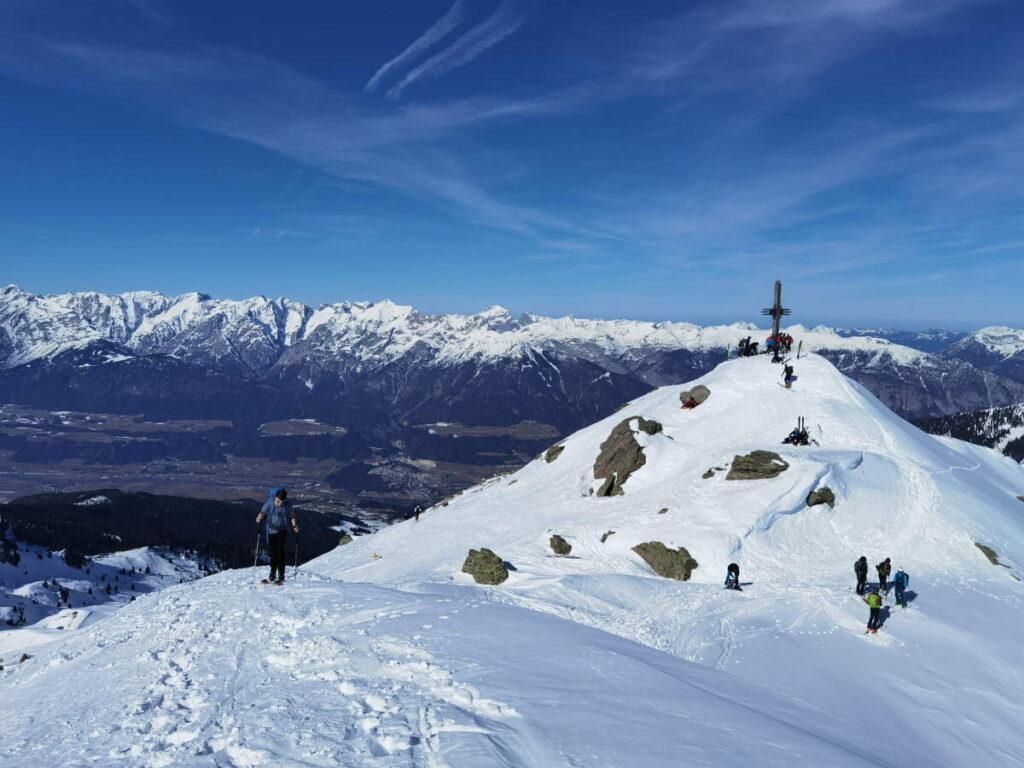 Gilfert Skitour Ziel: Das 2506 Meter hohe Kreuz am Gipfel