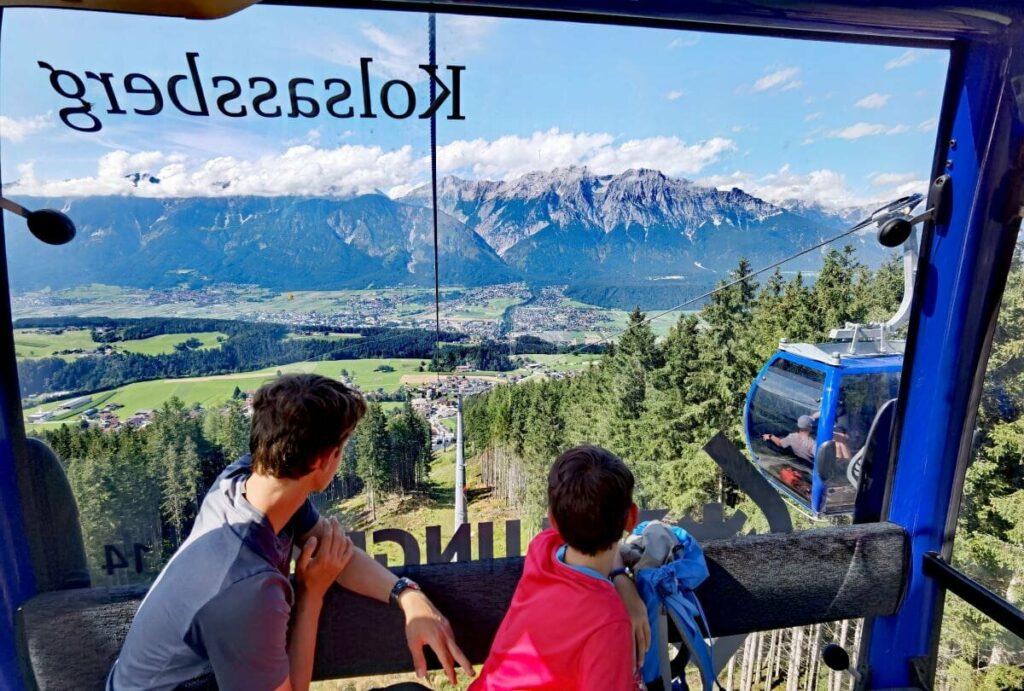 Ausblick aus der Glungezerbahn Gondel auf das Karwendel