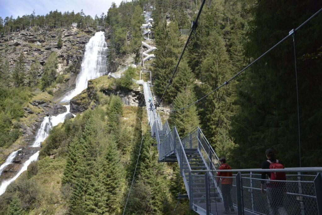 Hängebrücke Längenfeld - beim größten Wasserfall in Tirol
