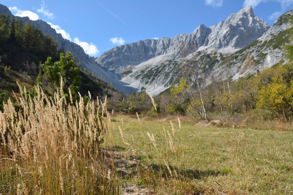 Diese schöne Berglandschaft erwartet dich in diem Tal im Karwendel