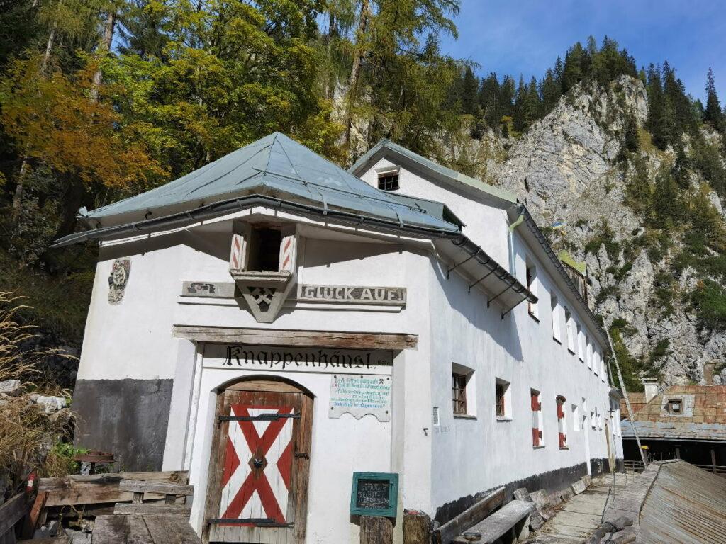 Die Herrenhäuser sind ein Relikt der Blütezeit des Salzabbaus Halltal