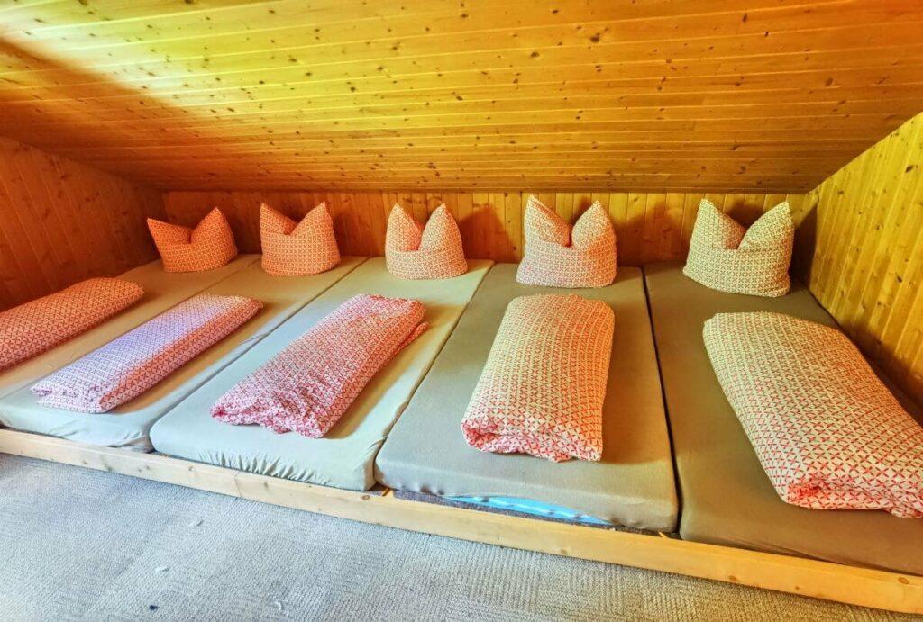 Hüttenurlaub mit Kindern: Urige Hüttenübernachtung mit Kindern - im Lager auf dem Lehnberghaus