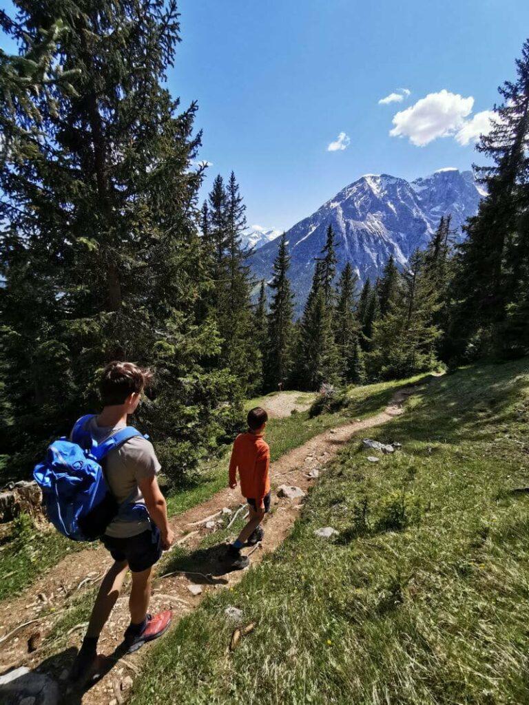 Ideen für eine Hüttentour oder Hüttenwanderungen mit Kindern