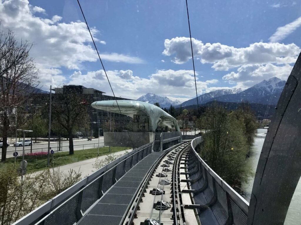 Ausblick aus der Hungerburgbahn auf die Station Löwenhaus
