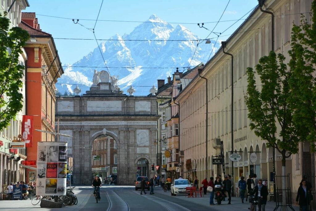 Hier endete früher die Altstadt von Innsbruck - bei der Triumphpforte