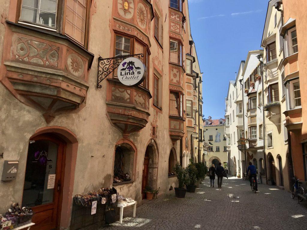 Vom Inn hinein in die schöne Altstadt Hall in Tirol, die größte Altstadt in Westösterreich!