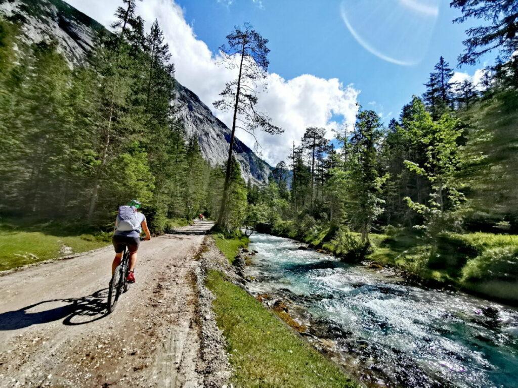 So schön ist es mit dem Fahrrad im Karwendel