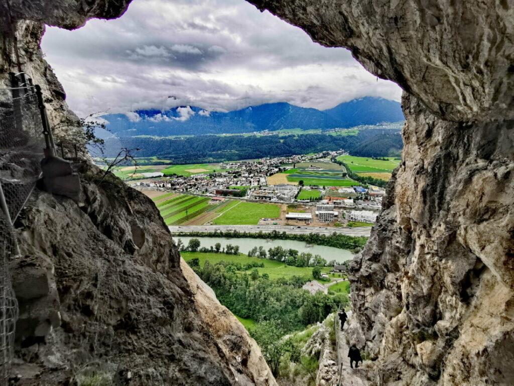 Der Ausblick von der Kaiser Max Grotte - rechts unten im Bild der Wandersteig
